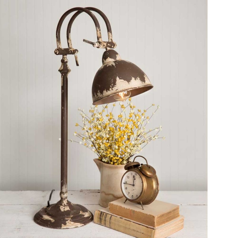 Distressed Farmhouse Style Metal Hampstead Table Lamp
